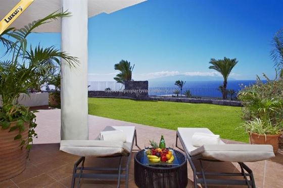 Apartment 0 Euros 3 Bedrooms 3 Bathrooms Reference 300-498 Build: 182 m2