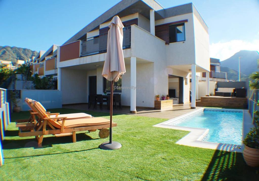 Townhouse 495000 Euros 3 Bedrooms 4 Bathrooms Reference 300-506 Build: 210 m2