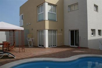Villa 315000 Euros 4 Bedrooms 3 Bathrooms Reference 400-506 Build: 0 m2