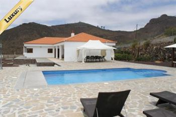 Villa 995000 Euros 4 Bedrooms 5 Bathrooms Reference 400-537 Build: 200 m2