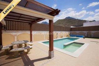 Villa 975000 Euros 4 Bedrooms 3 Bathrooms Reference 400-572 Build: 0 m2