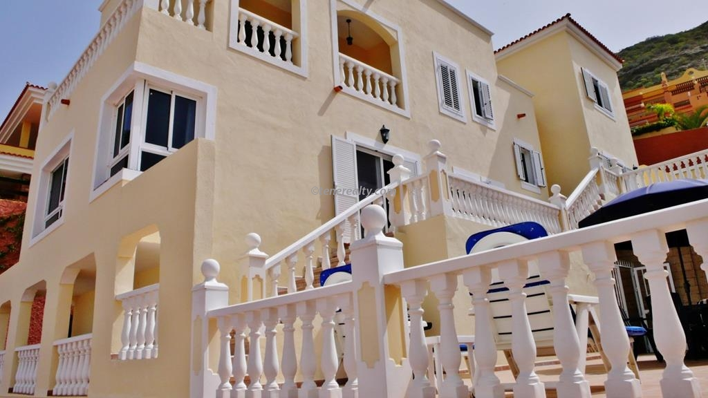 Villa 695000 Euros 4 Bedrooms 3 Bathrooms Reference 400-585 Build: 0 m2