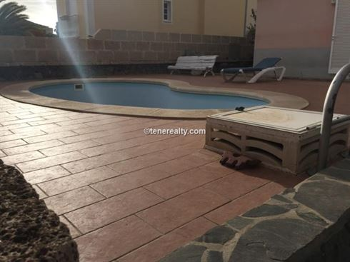 Villa 449000 Euros 4 Bedrooms 2 Bathrooms Reference 400-588 Build: 0 m2