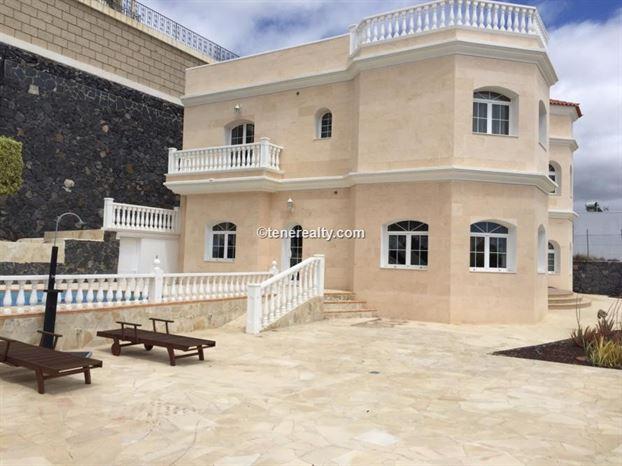 Villa 800000 Euros 4 Bedrooms 4 Bathrooms Reference 400-589 Build: 440 m2