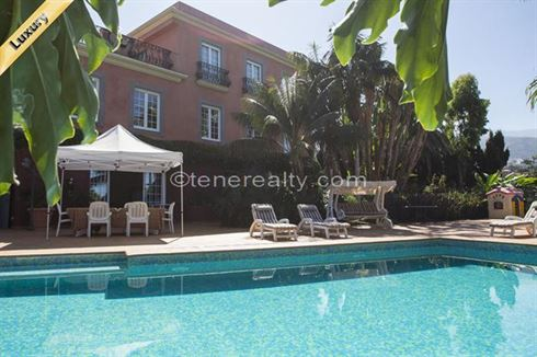 Villa 2500000 Euros 6 Bedrooms 4 Bathrooms Reference 600-100 Build: 600 m2